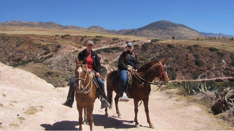 Cabalgata en Sacsayhuamán